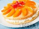 Рецепта Плодова торта с лек яйчен крем, желирани праскови и ягоди